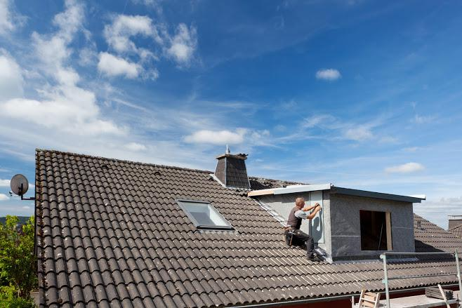 The Pros and Cons of Warm-Weather Roof Replacement